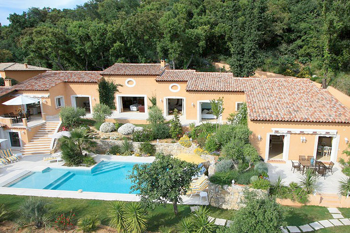 Location villa grimaud piscine proche de port grimaud et for Club piscine st jerome telephone